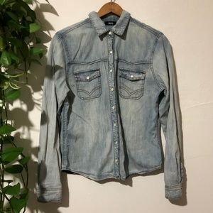 UO BDG Pocket Front Light Wash Chambray Large